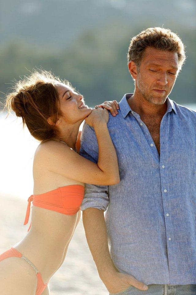 Все чаще в отношениях мужчина играет женскую роль,  А женщина - мужскую.